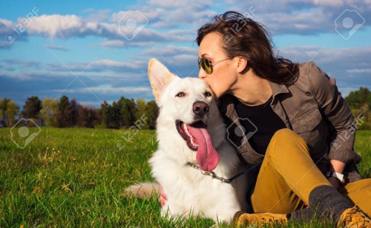 Las mujeres pueden relacionar los ladridos de los perros con el contexto emocional de estos