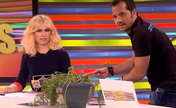 Ángel Martín muestra sus cualidades como jardinero ante Patricia Conde