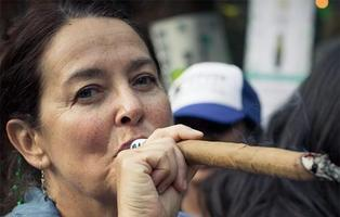 Organizan el primer retiro espiritual sólo para mujeres con barra libre de marihuana