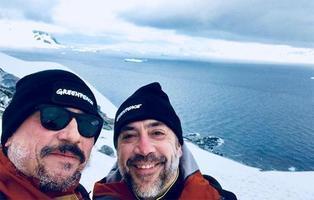 Los hermanos Bardem se unen a Greenpeace para denunciar la destrucción de la Antártida