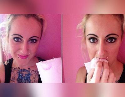 Una mujer británica admite comerse un rollo de papel higiénico al día