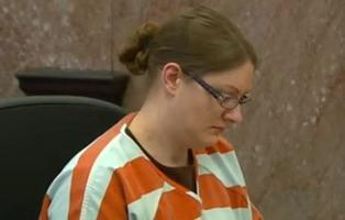 Mujer condenada a tres cadenas perpetuas por dejar morir de hambre a su hija adolescente