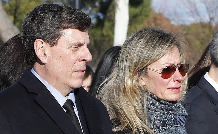 Los padres de Diana Quer, en el entierro de su hija