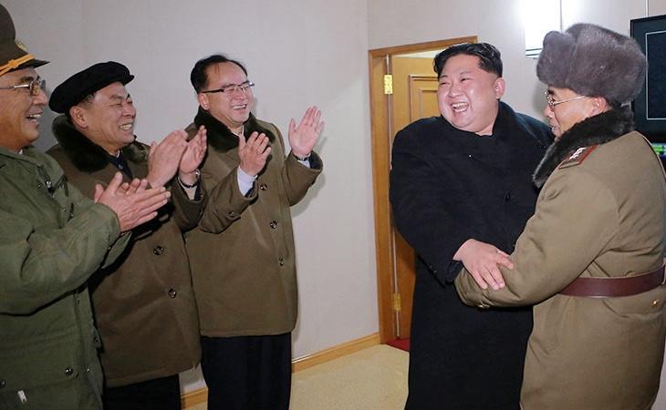 Los norcoreanos acostumbran a dedicar amplios aplausos al líder de su país