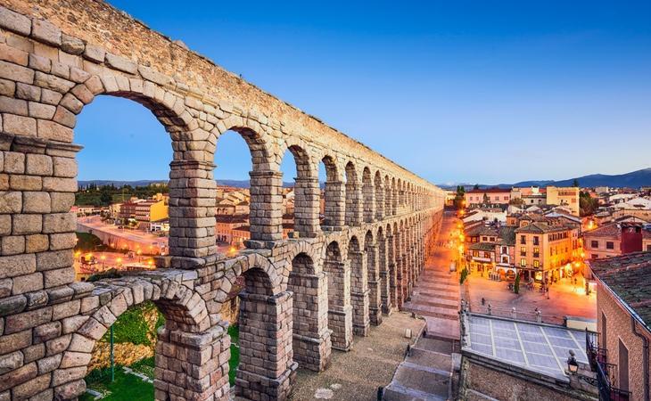 Segovia no es solo su famoso acueducto, también es suarquitectura románica y su muralla
