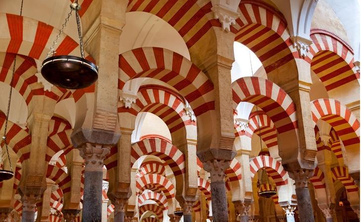 El casco antiguo es el segundo más grande a nivel europeo, con más de treinta mil residentes