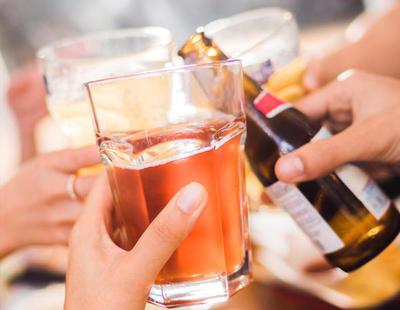 Un estudio revela que el consumo reducido de alcohol podría mitigar el Alzheimer