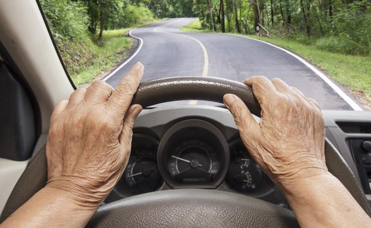 ¿Las personas mayores de 70 años tienen plenas facultades para estar en carretera?