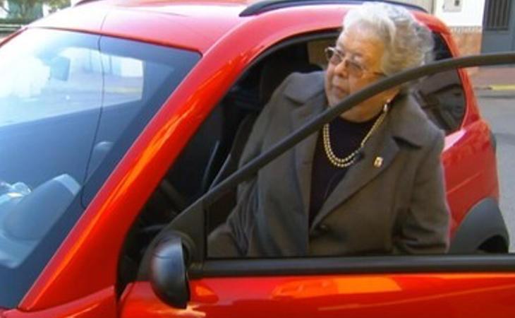Con 84 años, Trini se ha sacado el carnet de conducir a la primera