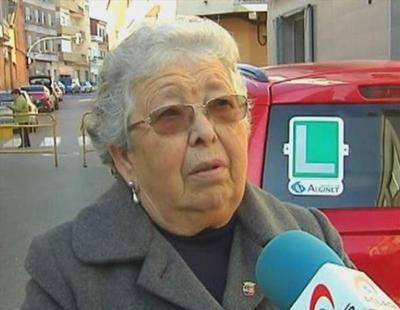 Cae con su coche por un barranco la anciana que aprobó el examen de conducir a los 84 años