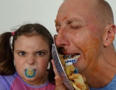 YouTube elimina un canal en el que un padre sometía a todo tipo de vejaciones a sus hijas