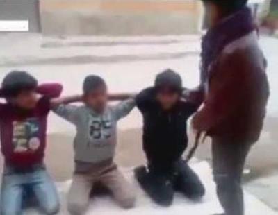 Unos niños de Libia imitan una ejecución colectiva y la suben a YouTube