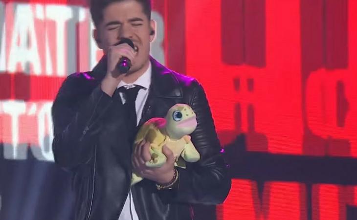 Roi cantando junto a su sapoconcho