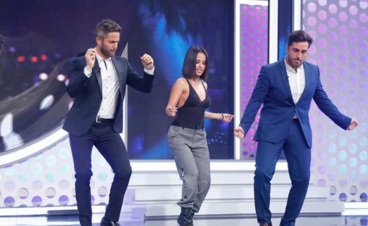 Roberto Leal bailando con Becky G y Bustamante