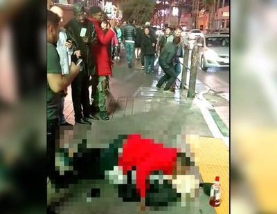 Violan a una mujer en plena vía pública sin que nadie intervenga para evitarlo