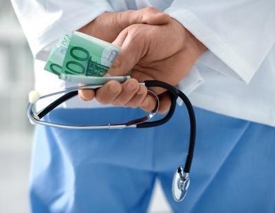 Un médico del Hospital de Alicante ganó 7 millones desviando pacientes graves a su consulta