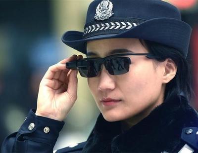 La policía china utiliza gafas para detectar sospechosos o conocer su historial de internet