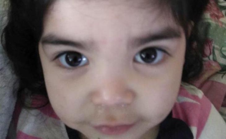La madre subió la foto de su hija depilada a Facebook