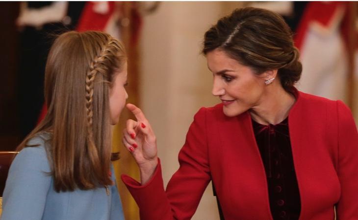 Leticia está muy pendiente de la educación de sus hijas