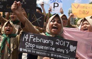 Pakistán declara ilegal y prohíbe la celebración de San Valentín