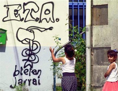 Un joven vasco es condenado a un año de cárcel por pintar el símbolo de ETA en una pared