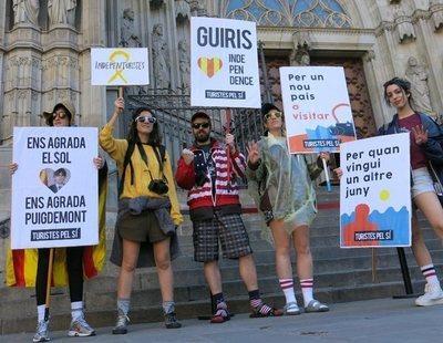 """Guiris se manifestan por la independencia de Cataluña """"para tener un nuevo país que visitar"""""""