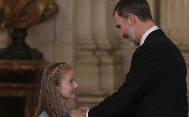 Felipe VI le entraga el Toisón de Oro a la Princesa Letizia /Fuente Bekia.es