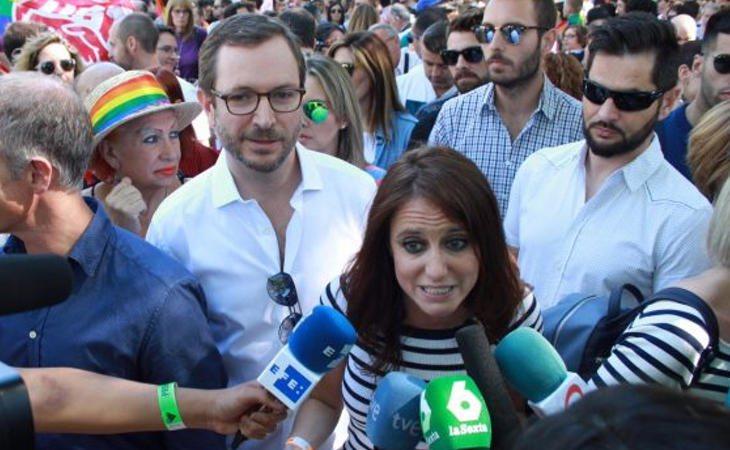 Javier Maroto y Andrea Levy durante la manifestación del World Pride