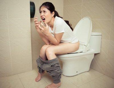 Se le cae el ano tras pasar mucho tiempo en el baño con el teléfono móvil