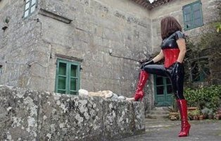 Ama Lara, la madre del líder de Juventudes del PP en Oviedo que daba azotes por 200 euros