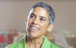 Muere de cáncer la youtuber que afirmó curarse comiendo verduras crudas y rezando a Dios