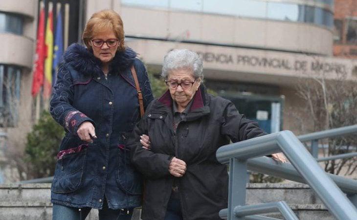 María Luisa junto a su hija el pasado viernes