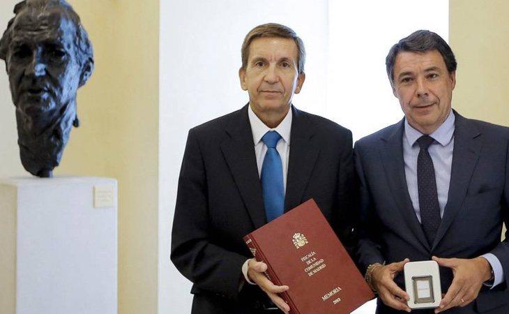 Manuel Moix se mantiene en el cargo a pesar de sus cercanías con personalidades como Ignacio González