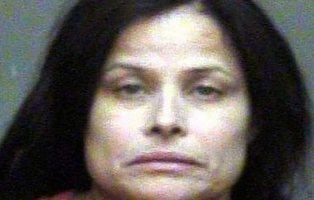 Cadena perpetua para la mujer que asesinó a su hija haciéndole tragar un crucifijo