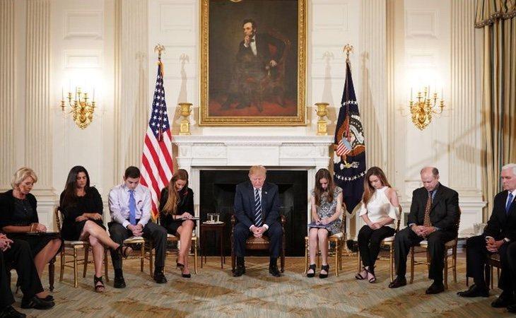 Donald Trump escuchó las propuestas de familiares, amigos y víctimas de las matanzas en los colegios