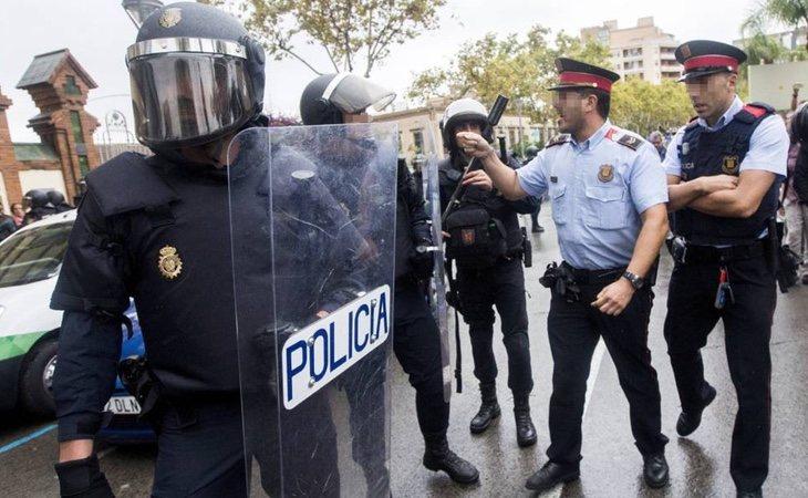 Los enfrentamientos entre los Mossos y la Policía Nacional fueron constantes durante el 1 de octubre