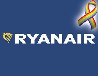 """Ryanair expulsa a una pareja gay en Barajas: """"Dos maricones no entran en mi avión"""""""