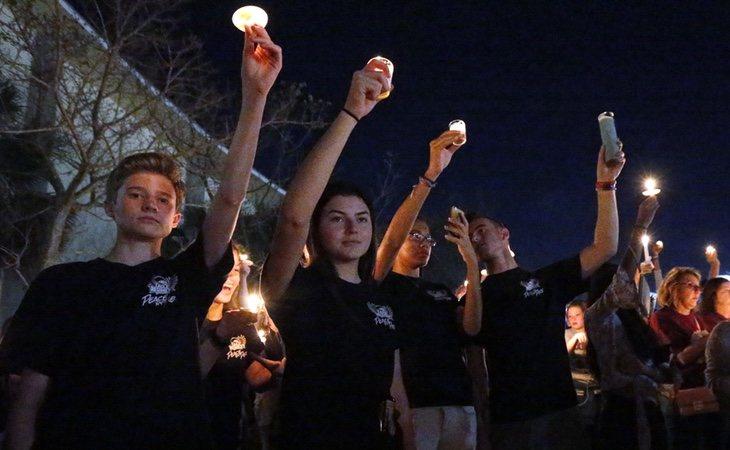 Los supervivientes del tiroteo de Florida han salido a protestar sobre la falta de regulación de armas