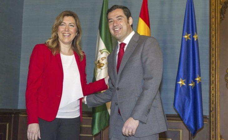 Juanma Moreno (dcha) podría dejar al PP-A en tercera posición