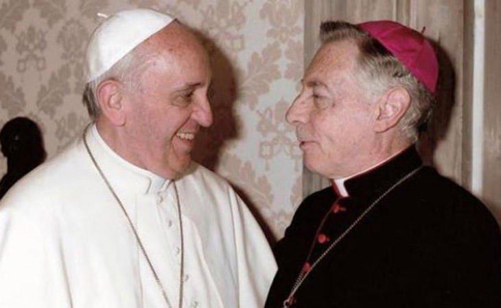 Héctor Aguer y el Papa Francisco en el Vaticano
