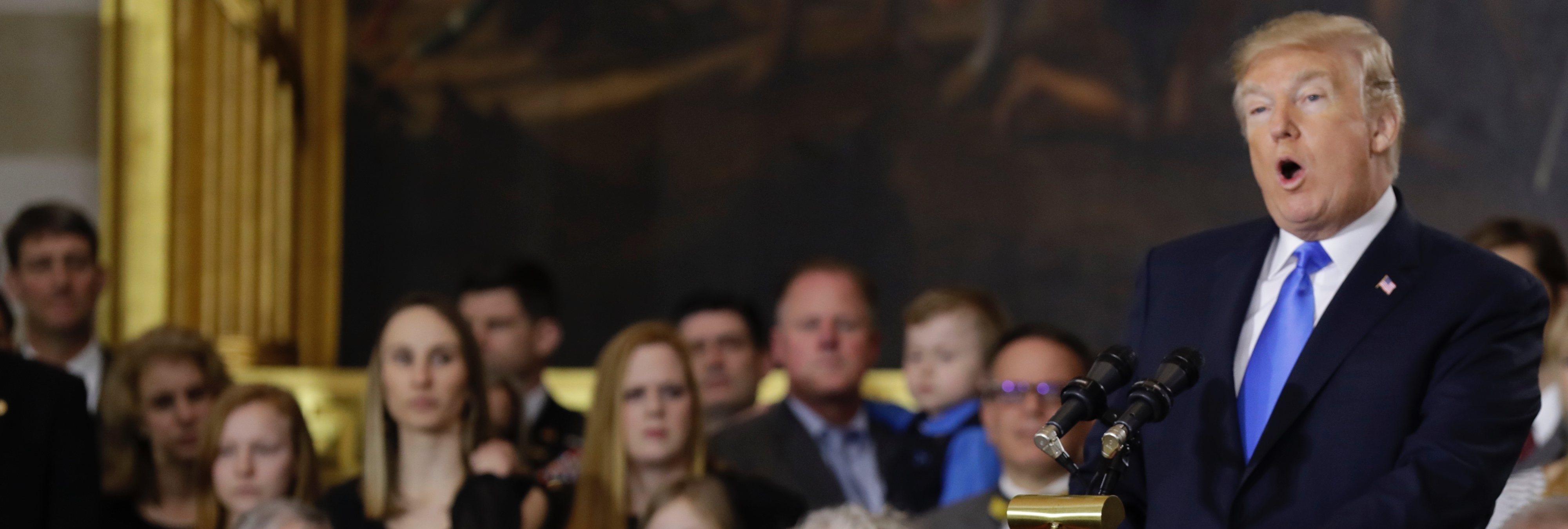 Florida prohíbe el porno y libera la venta de armas tras la matanza en un instituto
