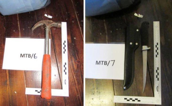 Durante el registro policial encontraron en la mochila de Gunton un martillo y cuchillos con los que supuestamente atacaría