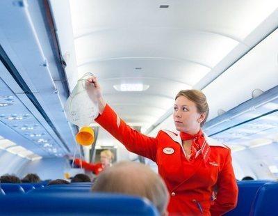 Un avión aterriza de emergencia porque todos los pasajeros y el personal comenzó a vomitar