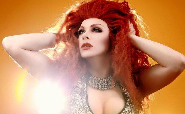 Supremme Deluxe, ejemplo de drag con mucho show