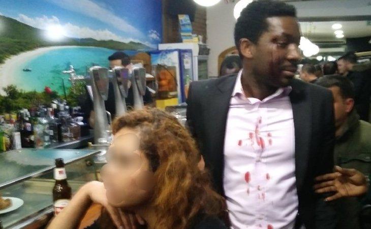 La mujer le estampó a Marius Makon una cerveza en la cara