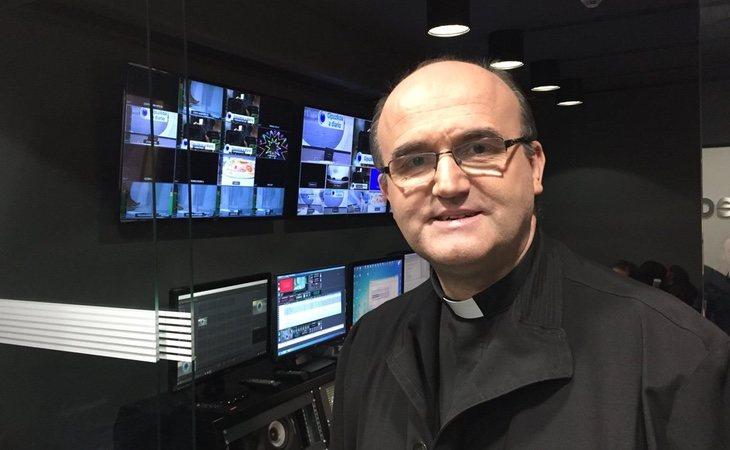 El obispo Munilla, un habitual de la tele y la radio en San Sebastián