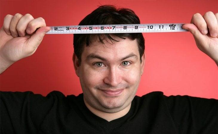 El actor Jonah Cardeli Falcon tiene que lidiar con 34,29 centímetros de entrepierna