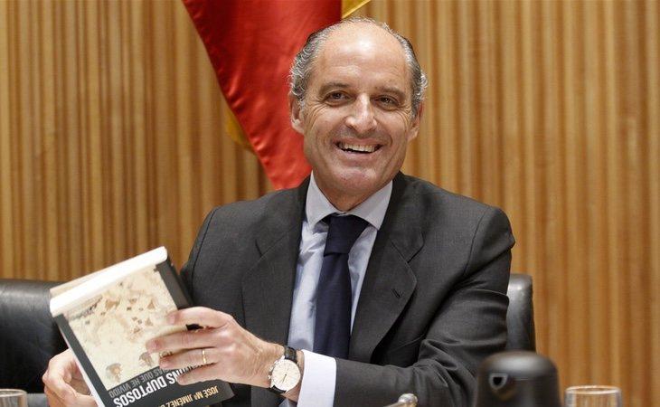 Camps se mostró tranquilo en la comisión y señaló a Zaplana y a Ricardo Costa