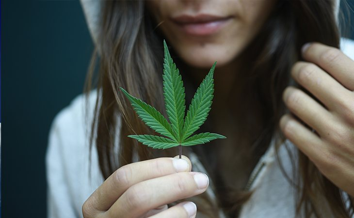 Solo el 9% de las personas que probaron la marihuana se hacen adictas