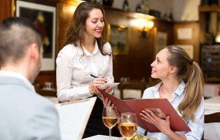¿Cómo puedo saber si un restaurante me está sirviendo comida precocinada a precio de oro?